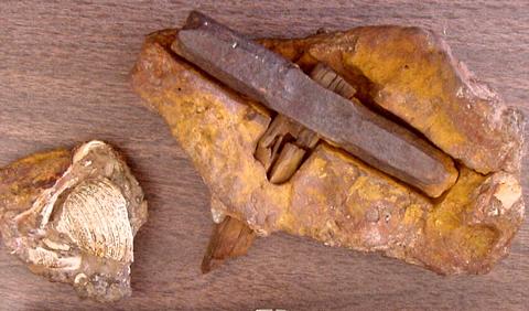 Kivist-leitud-tooriist-haamer